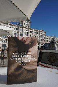 Natürlich kommt auch das Caffè degli specchi - ein seit dem 19. Jahrhundert beliebter Treffpunkt der Triester - im Buch vor.