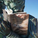 """und sogar die Näherinnen an der """"scala reale"""" sind von der Lektüre des Buches begeistert:"""